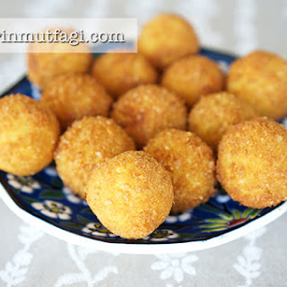 Crunchy Potato Balls With Cheese Filling