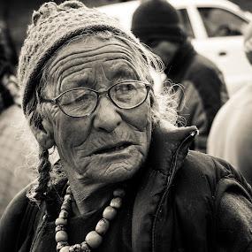 Seen it all by Madhujith Venkatakrishna - People Street & Candids ( woman, b&w, portrait, person, , Emotion, human, people, Travel, People, Lifestyle, Culture )