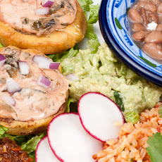 Sopes de Chile Con Queso