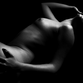 Body by István Decsi - Nudes & Boudoir Artistic Nude ( body, low_key, nude, black_white, woman )