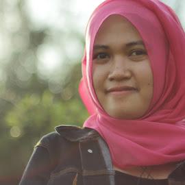 Mira Maulidina by Reza Unyil - Novices Only Portraits & People ( hijab, bokeh, women )