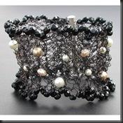 Elisabethean black & pearls cuff01sml