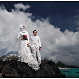 Love in the Clouds by Mat Ismail - Wedding Bride & Groom