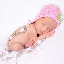 little one by Helena Lindgren - Babies & Children Babies ( newborn photography, newborn shoot, baby girl, sleepy, newborn )