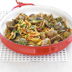 Spaghetti With Clams & Gremolata