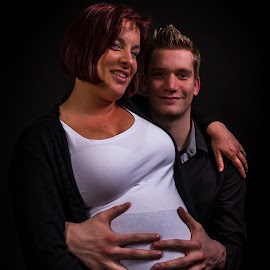 Couple with pregnant girl by Dimitri Haeck - People Maternity ( vrouw, handen, in verwachting, white, koppel, donker, girl, hands, wit, woman, pregnant, dark, couple, zwart, black )