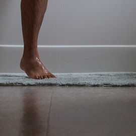 Shower Leg by Leonel Mendez - People Body Parts