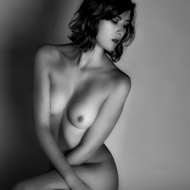Kelly by Andrzej Pradzynski - Nudes & Boudoir Artistic Nude ( studio, model, sitting, nude, bare body, female, kelly, lowkey )