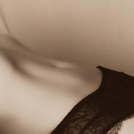 Curves by Emily Vickers - Nudes & Boudoir Boudoir