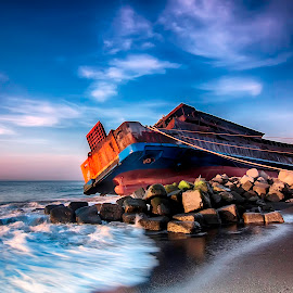 Kandas by Eddy Susilo - Transportation Boats