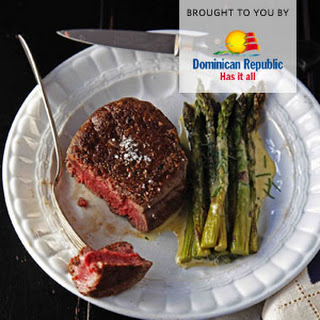 Filet Mignon With Béarnaise Sauce And Roasted Asparagus