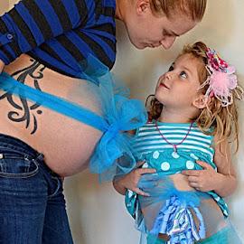 by Hazel Malmede - People Maternity