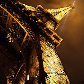 Eiffel Tower by Qi Yang - Buildings & Architecture Statues & Monuments ( paris, eiffel tower, tourist, structure, night, architecture, historical, tour, light )