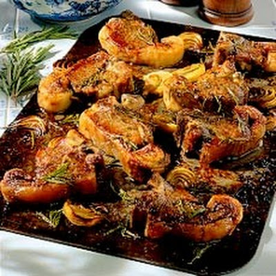 Oven-baked Lamb Chops with Onion and Rosemary Sauce