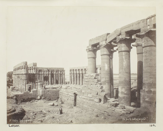 Luxor verkar vara resans höjdpunkt. Här stannar von Hallwyls i sex dagar och besöker det mesta som går att se. Damerna är outtröttliga i sina studier av tempel och monument. Herrarna är kanske inte lika intresserade, utan går på jakt i stället.