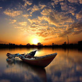 sore sore by Indra Prihantoro - Transportation Boats ( sunset, boats, sunrise )