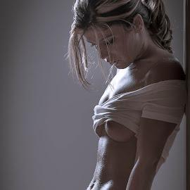 Ioana by Matthew Haines - Nudes & Boudoir Boudoir