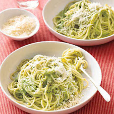 Spaghetti with Creamy Broccoli Pesto