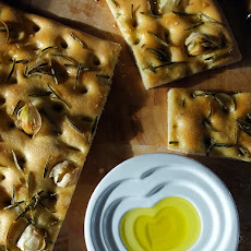 Garlic and Rosemary Focaccia with Smoked Sea Salt {Bread Machine}