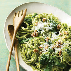 Fettuccine with Parsley Pesto and Walnuts