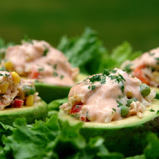 Avocado stuffed with tuna salad - Aguacate relleno con atun