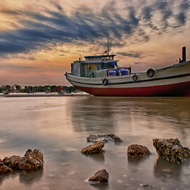 twilight boat by Ahmad Sahroni - Transportation Boats ( #suramadu #surabaya #indonesia )