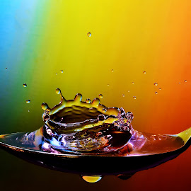 Splash in a spoon by Helge Brede - Artistic Objects Cups, Plates & Utensils ( macro, splash, crown, spoon, droplets, colours,  )