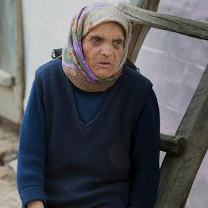 33_IMG_4139_old woman.jpg