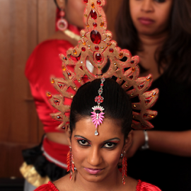 Sri Lanka Girl by Giancarlo Ferraro - People Musicians & Entertainers ( girl, performance, makeup, traditional, sri lanka,  )