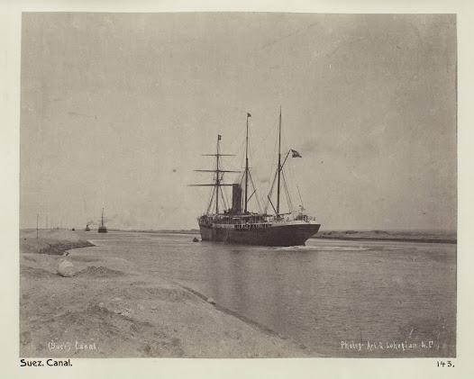 Den 9 december far Wilhelmina von Hallwyl, Ida Uhse och dragomanen Abdul till Suez. Morgonen därpå tar de en båt över Röda havet till Moseskällorna, medan tre åsnor fraktas i en annan båt. Därefter rider damerna i två timmar till de bittra källorna, äter frukost och rider tillbaka.