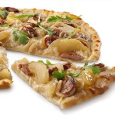 Sweet 'n Savory Chicken Sausage and Apple Pizza