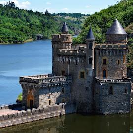 Château de la Roche by Bruno Gueroult - Buildings & Architecture Other Exteriors ( château, loire, pentax kx, france, architecture, chateau, lac,  )