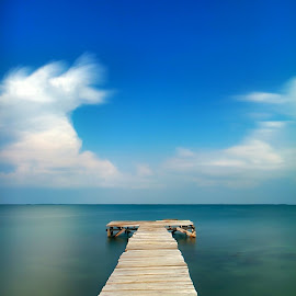 Like a diving board that can be directly plunged into the ocean by Irfan Efendi - Landscapes Weather