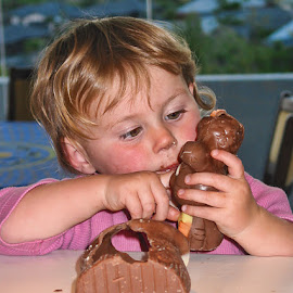 This is good by Vibeke Friis - Food & Drink Eating ( chocolate, easter, girl, food,  )