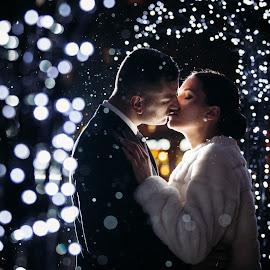 Winter Kiss by Lee And Lee - Wedding Bride & Groom ( wien, kiss, backlit, winter, kissing, wedding, christmas, bride and groom, light )