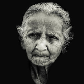 A View...... by Robin Mahmud - People Portraits of Women ( old, black & white, experience, women, emotion,  )