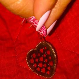 heart earing by Noele Hachach - Artistic Objects Jewelry ( red, heart, fingers, earing, golden,  )