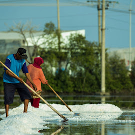The Salt Maker by Fuad Arief - People Street & Candids