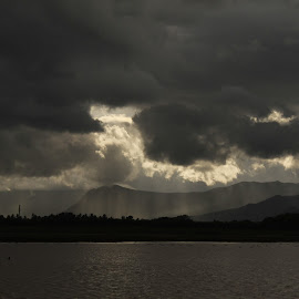 A rainy day by செல்வரங்கன் முருகன் - Landscapes Weather ( hill, lanscape, weather, lake, climate,  )