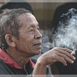 SMOKIN' by Lolok Edi - People Street & Candids