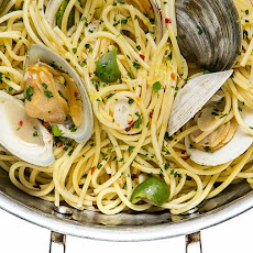 Spaghetti with Clams and Green Olives