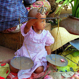 Doing business is kid stuff by Leong Jeam Wong - Babies & Children Children Candids ( scale, weighing, myanmar, market, garlic, union, daching, instrument,  )