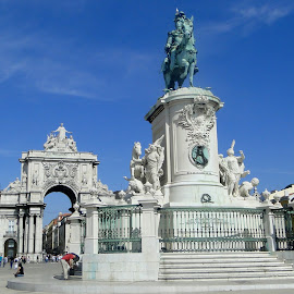 Praça do Comércio, Lisboa. by Lígia Halmenschlager - Buildings & Architecture Statues & Monuments