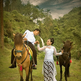 ::: A Happy Moment ::: by Syukur Dimensi Art - Wedding Other ( couple happy horses sweet )