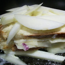 Apple-Gruyere French Toast With Red Onion