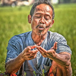Counting by Esa Setiawan - People Portraits of Men ( hdr, men )