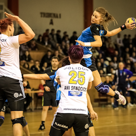 Flying high by Sabin Malisevschi - Sports & Fitness Other Sports ( throw, girl, score, handball, high, shot, women, jump )