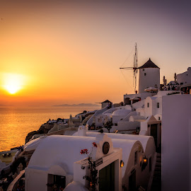 Oia Sunset by Martin Jensen - Landscapes Sunsets & Sunrises ( hellas, sunset, greece, white, sunrise, oia, ferie, windmill, santorini,  )