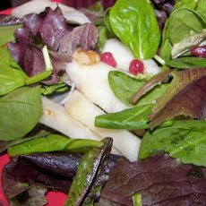 Spinach and Pear Salad With Pomegranate Dressing