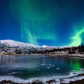 Slure by Rune Nilssen - Landscapes Starscapes ( water, northlight, green, aurora, pentax, norway, lodingen, fjord, k-3, winter, cold, borealis, ice, snow, kanstad, dance )